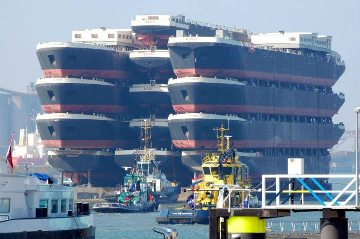 Blue Marlin is capable of carring 75,000 tonnes. Pictured above transporting multiple oil rigs.