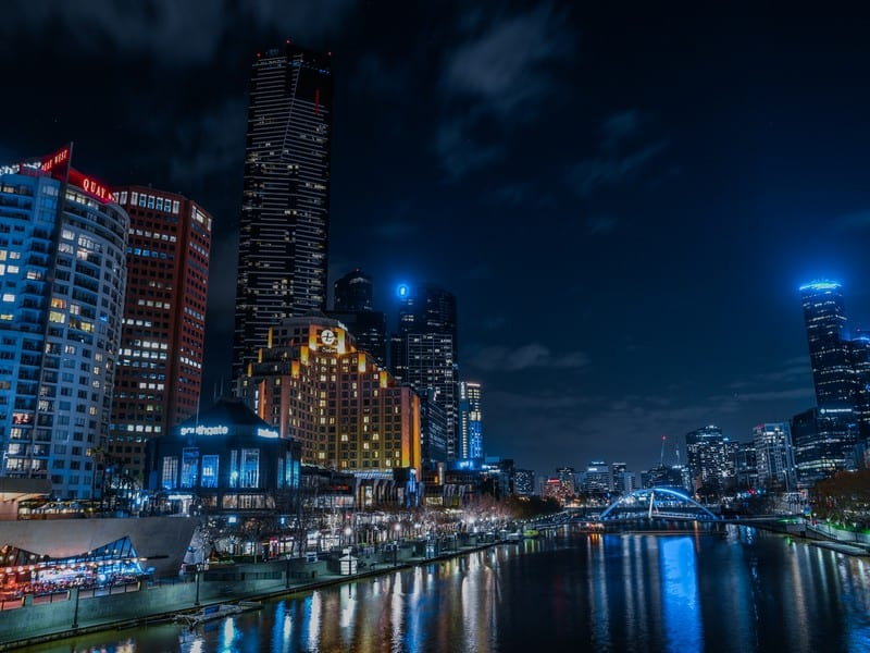 Melbourne cityscape. Moving to Melbourne. Best places for professionals.