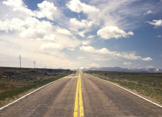 Road in the USA - Driving in the US - Moving to the USA